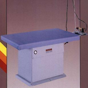 žehlící stůl MP-F s vyvíječem páry 7l/4kW a žehličkou
