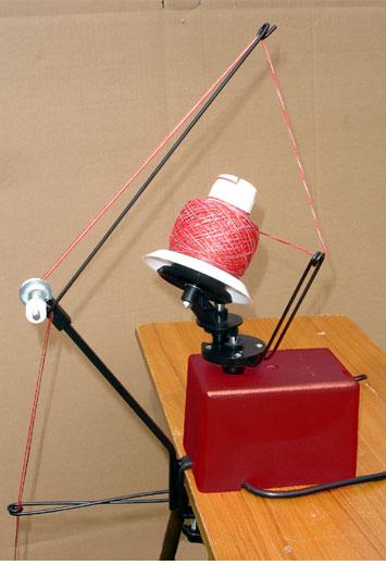 navíječ příze elektrický + stojan Twister, klubka 250g, navíjí až 4 příze najednou.