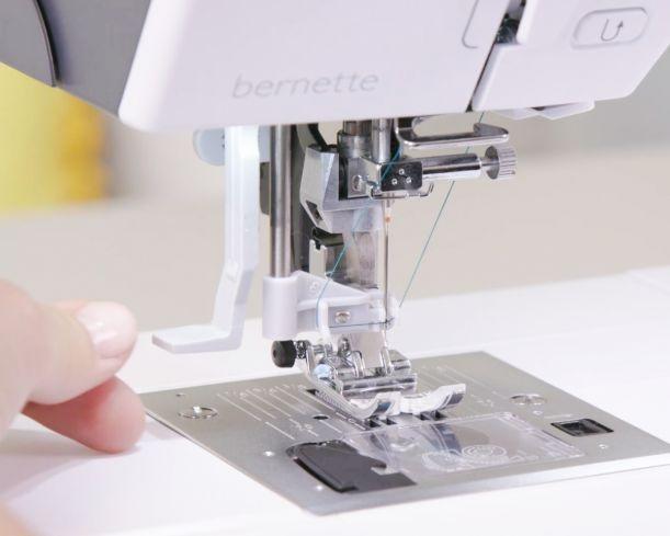 šicí a vyšívací stroj Bernette 79-7