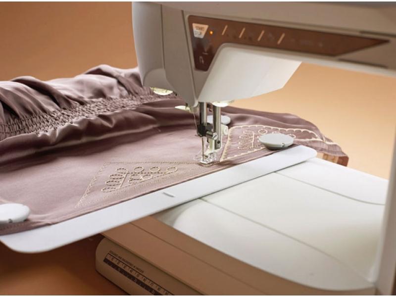 šicí a vyšívací stroj Husqvarna Designer Topaz 40-4