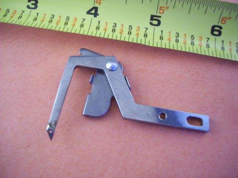 chapač pro Pfaff overlock 4862 aj.
