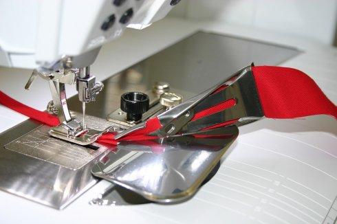 Lemovač páskovač pro nezažehlený šikmý proužek 32/8,5mm
